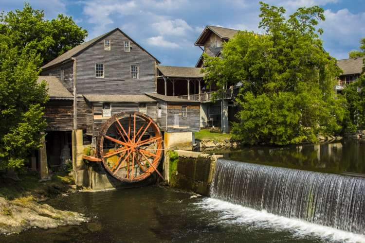 The-Old-Mill-near-our-condos-in-Pigeon-Forge-TN-for-rent1