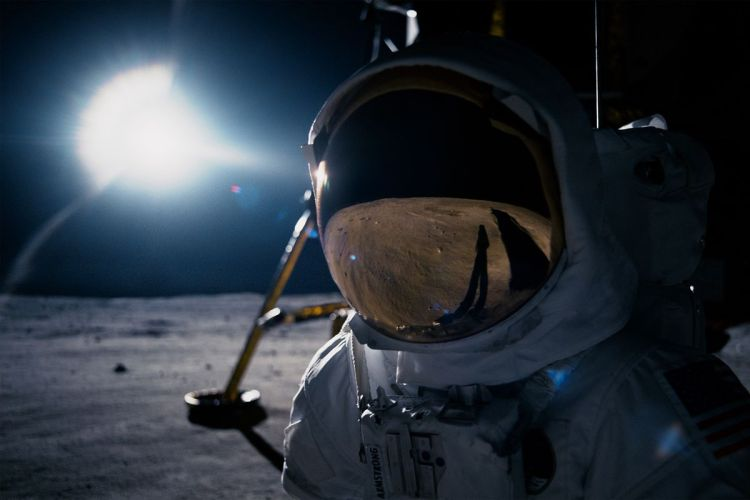 first_man_armstrong_moon_2040.0